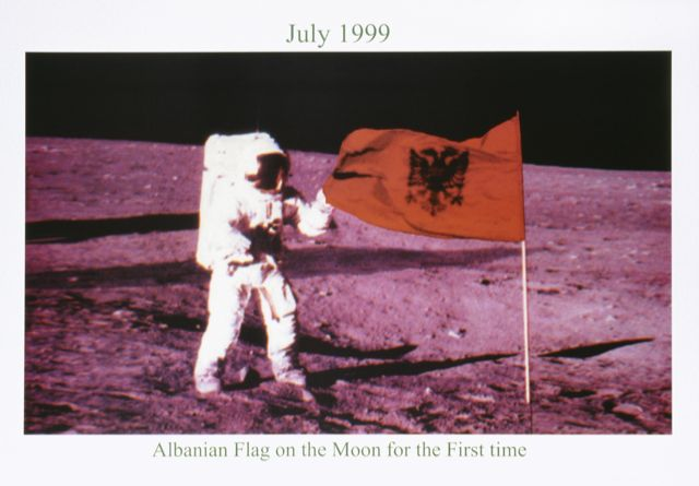Albanien Flag of the Moon